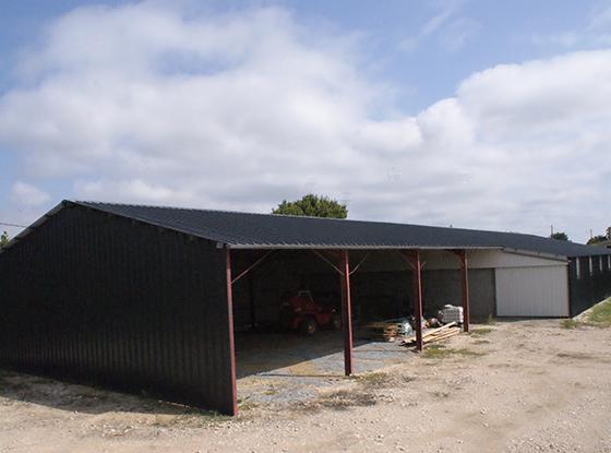 La couverture et le bardage sur bâtiment industriel ou agricole